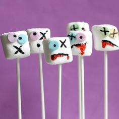 Zombie marshmallows! The original, fun Halloween treat on a stick. Super easy food craft for Halloween parties.