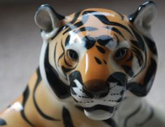 HAMPTON VINTAGE ANTIQUE EMPORIUM www hamptonvintage co uk SORRY NO INTERNATIONAL SHIPPING DUE TO WEIGHT LOMONOSOV PORCELAIN RUSSIAN LARGE TIGER LARGE