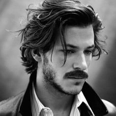 The soul patch is one of the best facial hair styles if you want something that requires minimal maintenance. If you're wondering what a soul patch is – it's a…View Mens Messy Hairstyles, Steampunk Hairstyles, Cool Mens Haircuts, Hairstyles Haircuts, Medium Hair Styles, Short Hair Styles, Soul Patch, Rides Front, Facial Hair