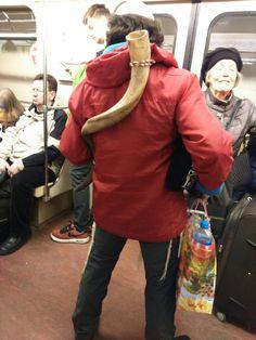 В вагоне метро  #спина #рог #вметро