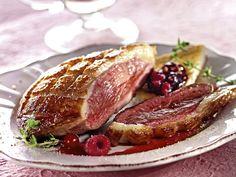 poivre, échalote, fruit rouge, crême fraîche, bouillon de volaille, fond de veau, vinaigre de framboise, sel, magret de canard
