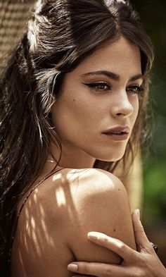 ❤Martina Stoessel❤ Nail Ideas nail ideas two colors Grace Kelly, Chica Cool, 54 Kg, Latin Women, Hot Brunette, Girls With Glasses, Camila, Photography Women, Dark Skin