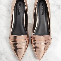 Rose Gold Pointed Loafers Rose Gold Pointed Toe Loafers....can be worn to dress up any casual outfit....never worn...brand new...FINAL SALE...🚫🚫NO TRADES OR PAYPAL🚫🚫 Forever 21 Shoes Flats & Loafers