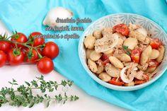 L'insalata con fagioli tonno e cipolla è un'insalata estiva fredda saporita, ideale per i picnic, le gite fuori porta o le giornate al mare Per la RICETTA clicca qui -> http://blog.giallozafferano.it/atupertuconmarilu/insalata-con-fagioli-tonno-e-cipolla/  #atupertuconmarilù #gialloblog