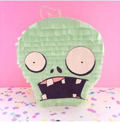 Zombies vs Plantas Zombie Birthday Cakes, Zombie Birthday Parties, 5th Birthday Party Ideas, Zombie Party, Birthday Diy, Birthday Party Decorations, Halloween Zombie, Halloween Party, Zombies Vs