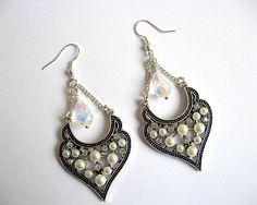 Cercei pentru mireasa cu perle si cristale - accesorii mirese nunta Crochet Earrings, Drop Earrings, Jewelry, Fashion, Moda, Bijoux, Drop Earring, Jewlery, Fasion