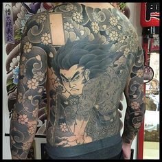 Love classic tattoo by @horitadajapan  #loveclassictattoos #tattoos #japan #japanesetattoo #irezumi  #tattoo  #татуировка #fullbacktattoo #samuraitattoo