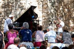 Omar Sosa e Paolo Fresu alla chiesa di San Michele — a Berchidda Sardegna. Musica e Sardegna, il viaggio continua ...