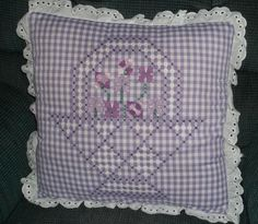 my mom made several chicken scratch pillow squares years ago. Hand Embroidery Designs, Embroidery Applique, Cross Stitch Embroidery, Embroidery Patterns, Cross Stitch Patterns, Chicken Scratch Patterns, Chicken Scratch Embroidery, Bordado Tipo Chicken Scratch, Gingham Quilt