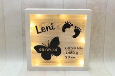 **LED-Bilderrahmen beleuchtet mit Geburtsdaten** Das perfekte Geschenk zur Geburt, zur Taufe oder zum Geburtstag **Rahmengröße 23 x 23 cm** Der Rahmen ist batteriebetrieben (2 x CR2032). Die...