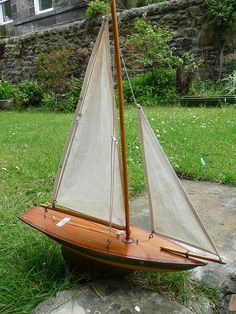 old english pond yacht Simple but elegant. Love the two holed bowsies!