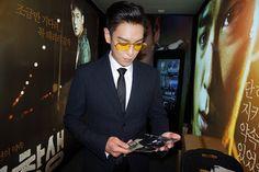 {PICS} TOP X THE COMMITMENT (ALUMNI) POSTER + BUSAN INTERNATIONAL FILM FESTIVAL