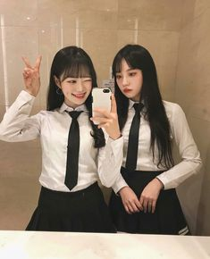 insta amo a covinha dela ❤ School Uniform Girls, Girls Uniforms, Uzzlang Girl, Girl Day, Cute Korean Girl, Asian Girl, Matching Outfits Best Friend, Korean Ulzzang, Girl Couple