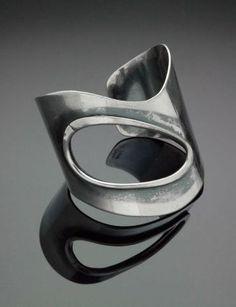 """""""Open Hole"""" bracelet -Art Smith, American, born in Cuba, Metal Clay Jewelry, Sea Glass Jewelry, Jewelry Art, Silver Jewelry, Vintage Jewelry, Jewelry Accessories, Handmade Jewelry, Unique Jewelry, Silver Cuff"""