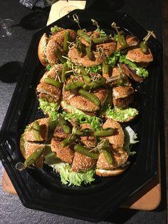 Eet smakelijk! Spiezen met krul te verkrijgen op www.waw.solutions #zeepboerkeonlineiswaw #uwconsulentindetergent #yoursolutioniswaw #horecamaterialen #webshop #burger #hamburger