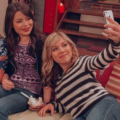 Icarly Cast, Miranda Cosgrove Icarly, Dog With A Blog, Nickelodeon Shows, Multi Picture, Sam E, Jennette Mccurdy, Iconic Characters, Disney Channel