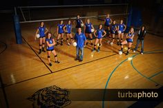 Photo Idea for basketball or volleyball. Volleyball Training, Volleyball Team Pictures, Volleyball Posters, Volleyball Drills, Coaching Volleyball, Sports Team Photography, Volleyball Photography, Sports Pictures, Kids Sports