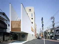 SWITCH - a house in Tokyo by APOLLO Architects