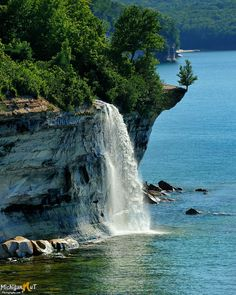 Spray Falls ~ Pictured Rocks National Lakeshore, between Munising and Grand Marais, Michigan. Located in the Upper Peninsula of Michigan - landscape photography Beautiful Waterfalls, Beautiful Landscapes, Places To Travel, Places To See, Travel Destinations, Pictured Rocks National Lakeshore, Picture Rocks, Vacation Spots, Wonders Of The World