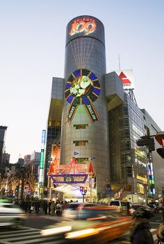 ✮ Japan, Tokyo - Shibuya, Busy street scene - Xmas in Las Vegas???
