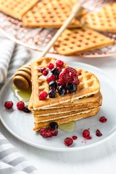 Easy, vegan Peanut Butter blender waffles - simple to make and oil-free! Gluten Free Waffles, Gluten Free Oatmeal, Oatmeal Waffles, Waffle Day, Waffle Ingredients, Coconut Peanut Butter, Waffle Recipes, Gluten Free Recipes, Sweet Tooth