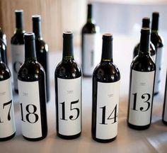 calendrier de l'avent avec des bouteilles de vin - à consommer avec modération :) #calendaravent