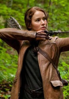 Jennifer Lawrence Katniss Hunger Games Leather Outfit Costume Jacket Katniss Everdeen: Katnis Everdeen is a fictional character and the protagonist of The Hunger Games Movie. Hunger Games Outfits, Hunger Games Problems, Hunger Games Movies, Hunger Games Humor, Hunger Games Costume, Katniss Everdeen, Katniss And Peeta, Jennifer Lawrence Hunger Games, Jenifer Lawrence