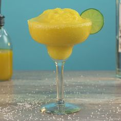 Try These Tasty New Margarita Recipes From Tipsy Bartender Frozen Mango Margarita, Mango Daiquiri, Margarita Bar, Frozen Margaritas, Margarita Recipes, Mango Cocktail, Cocktail Drinks, Alcoholic Drinks, Beverages