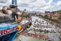 CLICK for more Cliff Diving: http://win.gs/1DnmXkk The top cliff divers descended upon Bilbao for an incredible demonstration of world class diving at the si...