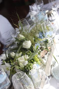Centerpieces, Hochzeit in Bayern, edel-bayerisch, Himmelblau und Edelweiss, heiraten in Garmisch-Partenkirchen, Hochzeitslocation Riessersee Hotel, wedding destination abroad, Germany, Bavaria, blue and white