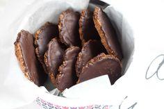 Kruche ciastka owsiane z czekoladąII Cooking for Emily Candy, Chocolate, Cooking, Sweet, Food, Interior, Life, Kitchen, Indoor
