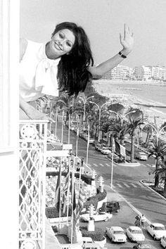 Sophia-Loren-Cannes-1964
