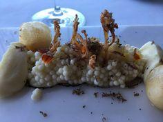 Coliflor, huevos fritos y trufa, de Azurmendi en San Sebastián, España.