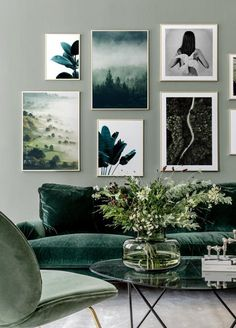 Green banana leaves poster – New room 2018 – # green Source by WohnkulturTipps More.Grüne Banane verlässt Plakat – New room 2018 – on the wall. Leaves on the wall. Living Room Green, Green Rooms, Art For Living Room, Living Room Themes, Green Interior Design, Green Home Design, Interior Design Gallery, Interior Ideas, Green Sofa