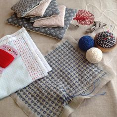 "312 Likes, 2 Comments - nami (@sashikonami) on Instagram: ""いろいろ製作中のものたち。。久しぶりにダルマ家庭糸でふきんを。#刺し子#sashiko#stitching #handstitched #ピンクッション#コースター#ポットマット"""