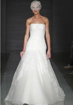 https://flic.kr/p/BfEAxw   Trouwjurken   Trouwjurken vintage, Moderne Trouwjurken, Korte trouwjurken, Avondjurken, Wedding Dress, Wedding Dresses   www.popo-shoes.nl