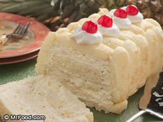Pineapple Freezer Cake: When it's hot out and we don't want to turn on the oven, how do we bake a special cake? We pop it in the freezer! Yep, trust us by making Pineapple Freezer Cake. Easy Potluck Recipes, Sweet Recipes, Cake Recipes, Dessert Recipes, Fruit Dessert, Yogurt Recipes, Köstliche Desserts, Frozen Desserts, Delicious Desserts