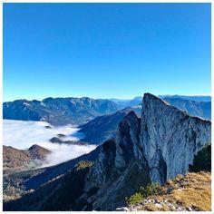 Oben Sonne, unten Nöwisuppn ☀️🍂⛰😎 . #spinnerin  #schafberg #autumnvibes #nebel #nebelsuppe #foggy  #mountains #wanderlust #mountainview #salzkammergut #naturelovers #mountainscape #nature_brilliance #austria #visitaustria #bergsteigen #police_landscapes #ig_captures_nature #goplayoutside #igersaustria #loves_mountains #weroamaustria #hiking  #bluesky Side, Half Dome, Wanderlust, Mountains, Nature, Travel, Mountain Climbing, Mists, Naturaleza
