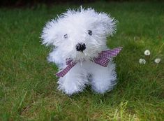 Who can resist an Old English Sheepdog Puppy? Here is the pattern for Fiona Goble's very cute tinsel yarn version. Knitting Basics, Knitting Kits, How To Start Knitting, Knitting Patterns, Unicorn Knitting Pattern, Old English Sheepdog Puppy, Sheep Dog Puppy, Toy Puppies, Yarn Shop