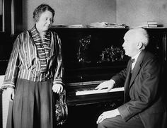 Elisabeth Schumann & Richard Strauss - Elisabeth Schumann - Wikipedia, the free encyclopedia Richard Strauss, Old Music, Music Music, Classical Music Composers, Music Pictures, Spotify Playlist, Conductors, Black And White Pictures, Musical