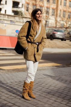 Les tendances bottes de la rentrée 2020 | Vogue Paris Warm Outfits, Fall Winter Outfits, Autumn Winter Fashion, Winter Style, Street Style Looks, Street Chic, Fashion Mode, Paris Fashion, Street Style