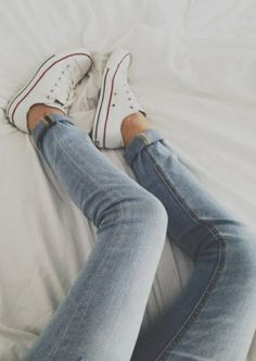 white converse all stars + jeans
