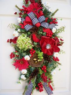 Pretty Red Door Swag / Wreath / Red (720×960)