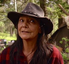 Tantoo Cardinal - Longmire- Dances with Wolves Longmire Tv Series, Native American Music, Dances With Wolves, Javier Bardem, The Adventure Zone, Tv Westerns, Female Images, Old Women, Female Characters