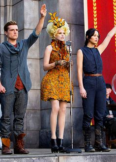 They're back: (L-R) Josh Hutcherson, Elizabeth Banks and Jennifer Lawrence are seen in character as Peeta Mellark, Effie Trinket and Katniss Everdeen in a new film still from The Hunger Games: Catching Fire The Hunger Games, Hunger Games Movies, Hunger Games Catching Fire, Hunger Games Trilogy, Katniss Everdeen, Katniss Y Peeta, Mockingjay, Jena Malone, Suzanne Collins