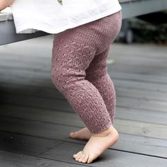 We're having perfect summer weather these days, and we're loving it! Knitted leggings from our latest book.I'm loving knit baby leggings.The Little Plum Cottage on Mulberry Lane 🔮 Baby Leggings, Knit Leggings, Baby Pants, Knitting For Kids, Baby Knitting Patterns, Baby Outfits, Crochet Baby, Knit Crochet, Style Baby