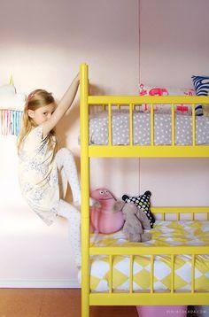 Kids room - Yellow retro bunk bed - Pinjacolada blog