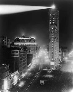 A Shining Beacon of Light in the Early Days of Times Square, New York, 1908 | #NYC #NY