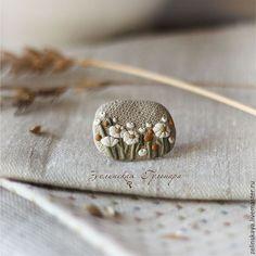 Купить Ромашковое поле. Брошь - бежевый, серый, серо-бежевый, цветы, ромашки, поле