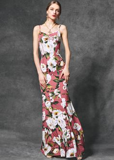 Discover the new Dolce & Gabbana Women's Evening Collection for Fall Winter 2016 2017 and get inspired. Evening Dresses, Summer Dresses, Fashion Gallery, Couture Collection, Fashion Stylist, Beautiful Gowns, Fashion 2020, Couture Fashion, Dress Up